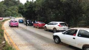 Coatepec, Ver., 19 de octubre de 2018.- Minutos después del mediodía se registraron otros tres accidentes en la Xalapa-Coatepec, todos a la altura de Río Sordo.