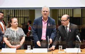 Xalapa, Ver., 19 de octubre de 2018.- En sesión solemne de Cabildo, la alcaldía de Xalapa entregó reconocimientos y medallas a los alumnos más destacados de la Benemérita Escuela Normal Veracruzana.