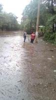 Hueyapan de Ocampo, Ver., 20 de octubre de 2018.- Delegado de la Comisión Nacional de Desastres Naturales y Red Nacional de Comunicaciones llevan tres días trabajando en las inundaciones sin apoyo de PC Estatal y municipal.
