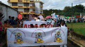 Teocelo, Ver., 20 de octubre de 2018.- Ciudadanos de este municipio y evangelistas participaron en la Marcha por la Vida, también llevaron camiones adornados y globos blancos.