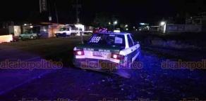 Xalapa, Ver., 20 de octubre de 2018.- Conductor en aparente estado de ebriedad chocó por alcance contra un taxi sobre la carretera Trancas-Coatepec, a la altura de la Bimbo; policías viales abanderaron la zona y auxiliaron a los involucrados.