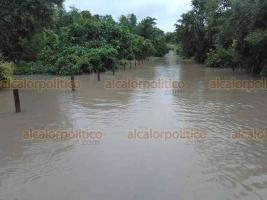 Tamiahua, Ver., 21 de octubre de 2018.- Las comunidades  Balcázar, Cebadillas y Tecocoy se encuentran incomunicadas por las fuertes lluvias.