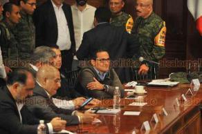 Xalapa, Ver., 22 de octubre de 2018.- El gobernador Miguel Ángel Yunes Linares presidió la sesión del Comité Estatal de Emergencias por el evento meteorológico generado por el paso del Frente Frío número 6.
