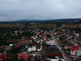 Álamo, Ver., 22 de octubre de 2018.- Luego de las inundaciones en este municipio, el pasado fin de semana, Ejército y Marina ayudan en las tareas de limpieza. Más de 40 mil personas resultaron afectadas, informaron autoridades.