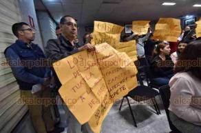 Xalapa, Ver., 22 de octubre de 2018.- Habitantes de Santiago Tuxtla protestaron en el Palacio Legislativo para señalar que Yazmín Copete Zapot quiere convertir en municipio la localidad Tres Zapotes, aunque no reúne los requisitos legales.