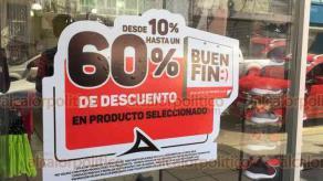 Veracruz, Ver., 11 de noviembre de 2018.- En el Centro Histórico de la ciudad decenas de negocios colocan anuncios sobre los descuentos que ofrecerán durante el Buen Fin, que van desde el 10 hasta el 80%.