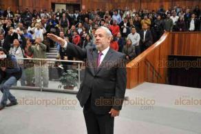 Xalapa, Ver., 13 de noviembre de 2018.- El presidente de la Mesa Directiva, José Manuel Pozos Castro, le tomó protesta al expanista Domingo Bahena Corbalá como Secretario General del Congreso del Estado.