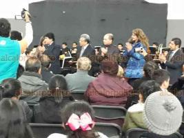 Xalapa, Ver., 15 de noviembre de 2018.-  En la explanada de la Secretaría de Educación de Veracruz, la Orquesta Sinfónica del Instituto Superior de Música del Estado de Veracruz ofreció un concierto en el marco de su 16 aniversario.