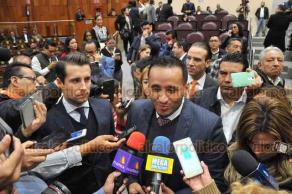 Xalapa, Ver., 16 de noviembre de 2018.- Diputados de la bancada del PAN abandonaron el recinto de sesiones del Congreso del Estado debido al retraso en el inicio de la sesión.