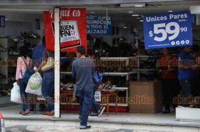 """Veracruz, Ver., 18 de noviembre de 2018.- A reventar las tiendas del Centro Histórico durante este """"Buen Fin""""; las zapaterías y boutiques de ropa son las tiendas más visitadas."""