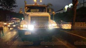 Xalapa, Ver., 20 de noviembre de 2018.- Dos personas lesionadas, entre ellas una menor, fue el resultado de un accidente automovilístico sobre la avenida Lázaro Cárdenas, a la altura de