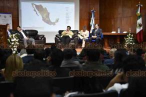 Xalapa, Ver., 20 de noviembre de 2018.- La tarde de este martes, se desarrolló el conversatorio del nuevo Sistema Penal en el Aula Magna de la Facultad de Derecho de la Universidad Veracruzana.