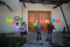 Xalapa, Ver., 8 de diciembre de 2018.- Vecinos de la colonia 2 de Abril protestaron afuera de Casa Veracruz en contra de la instalación de oficinas en el inmueble.