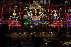Ciudad de México, 10 de diciembre de 2018.- En el Zócalo, lucen las luminarias con motivos navideños, un atractivo turístico.