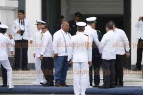 Veracruz, Ver., 11 de diciembre de 2018.- Cambio de mando en la Primera Región Naval, deja el cargo el vicealmirante Froylán Jiménez Colorado y asume el almirante Romel Eduardo Ledezma Abaroa.
