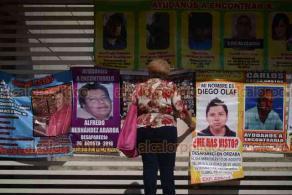Xalapa, Ver., 12 de diciembre de 2018.- Que se vaya Jorge Winckler Ortiz, de un modo u otro, exigen miembros de colectivos de familiares de desaparecidos.