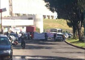 Xalapa, Ver., 13 de diciembre de 2018.- Colectivos de Desaparecidos, desde la mañana de este jueves hacen cierres intermitentes en la avenida Arco Sur afuera de la Fiscalía.