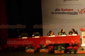 Xalapa, Ver., 15 de diciembre de 2018.- Varios de los lugares destinados para los regidores quedaron vacíos, en la sesión solemne a la que asistió el gobernador Cuitláhuac García.