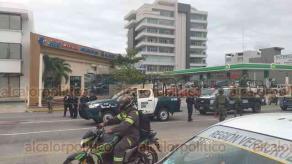 Boca del Río, Ver., 15 de diciembre de 2018.- Sobre la avenida Ruiz Cortines ocurrió una presunta privación de la libertad de un hombre por personas armadas que efectuaron detonaciones, movilizándose Fuerza Civil, Policía Naval y Estatal.