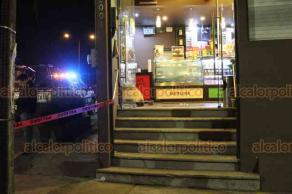 Xalapa, Ver., 16 de diciembre de 2018.- Asaltaron el café Bola de Oro, en la avenida Lázaro Cárdenas, se habla de una persona herida por arma de fuego.