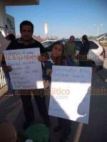 Medellín de Bravo, Ver., 17 de diciembre de 2018.- Cerca de 800 trabajadores del Centro de Estudios Científicos y Tecnológicos del Estado de Veracruz (CECYTEV) tomaron planteles de la entidad, ante la falta de pago de sus quincenas y aguinaldos.