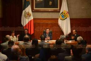 Xalapa, Ver., 17 de diciembre de 2018.- Entrega de nombramientos a rectores y directores de Educación Superior, asistieron el gobernador Cuitláhuac García y el secretario de Educación del Estado, Zenyazen Escobar.