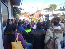 Xalapa, Ver., 17 de diciembre de 2018.- Agremiados del Sindicato Único de Trabajadores del Colegio de Estudios Científicos y Tecnológicos del Estado de Veracruz (SUTCECYTEV) tomaron la Dirección General de este subsistema de educación media superior.