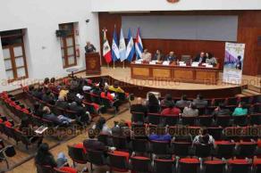 """Xalapa, Ver., 17 de diciembre de 2018.- Mesa de diálogo """"Migración, Salud y Derechos Humanos"""", en el auditorio Silvestre Moreno Cora, en Palacio de Gobierno, a la cual asistió el Secretario de Salud."""