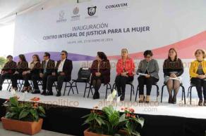 Xalapa, Ver., 15 de enero de 2019.- El fiscal general, Jorge Winckler inauguró las instalaciones del Centro Integral de Justicia para la Mujer, donde se esperaba la llegada del gobernador Cuitláhuac García, sin embargo su silla quedó vacía durante todo el evento.