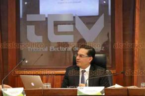 Xalapa, Ver., 15 de enero de 2019.- El magistrado presidente del Tribunal Electoral de Veracruz, José Oliveros Ruiz, acompañado por los magistrados Claudia Díaz y Roberto Eduardo Sigala, presidió la sesión pública donde se desahogaron seis expedientes.