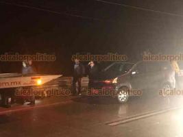 Coatepec, Ver., 15 de enero de 2019.- Accidente sobre la carretera Coatepec-Xalapa a la altura de los Arenales; camioneta Toyota impactó por alcance a camioneta Chevrolet cuando circulaba con dirección a Coatepec, una de las unidades brincó el camellón y quedó en carril contrario. No hubo lesionados.