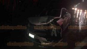 Coatepec, Ver., 15 de enero de 2019.- La noche de este martes, se registró un choque por alcance entre dos autos sobre el Puente Barra de Gálvez.