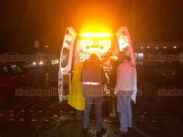 Xalapa, Ver., 15 de enero de 2019.- Derrapa motociclista sobre la carretera Xalapa-Coatepec, a la altura de Gas Atlántico; hay dos personas lesionadas.