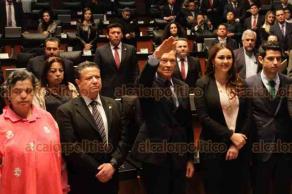 Ciudad de México, 18 de enero de 2019.- El Senado eligió a Alejandro Gertz Manero, como primer Fiscal General. Fue felicitado por el coordinador de MORENA, Ricardo Monreal.