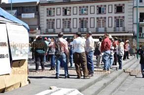 Xalapa, Ver., 22 de enero de 2019.- Pobladores de distintos municipios se manifiestan en el centro de la capital para exigir tarifas justas de energía eléctrica.