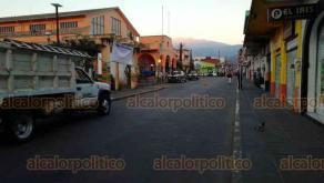 Coatepec, Ver., 16 de febrero de 2018.- Personal de Comercio, Seguridad Pública, Protección Civil y Servicios Municipales procedió con el retiro de vendedores en el mercado