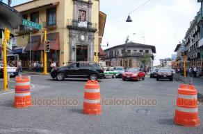 Xalapa, Ver., 18 de febrero de 2019.- Intenso tráfico se registró en las calles Xalapeños Ilustres y Zamora, debido al cierre por manifestaciones en Enríquez, la única salida alterna del centro era por Carrillo Puerto y Juárez.