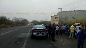 Cuitláhuac, Ver., 19 de 2019.- Habitantes de varias comunidades bloquearon por media hora la carretera federal Córdoba-La Tinaja, para exigir la clausura del basurero regional que opera la empresa