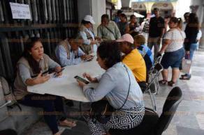 """Veracruz, Ver., 22 de febrero de 2019.- Continúa el """"Censo del Bienestar"""" en bajos del Palacio Municipal, diariamente llegan a este módulo cerca de 850 solicitantes."""