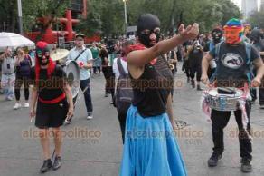 Ciudad de México, 22 de febrero de 2019.- Cientos de activistas y ciudadanos marcharon por Paseo de la Reforma para condenar el asesinato de Samir Flores, activista de derechos humanos en Morelos, opositor a la termoeléctrica en Huexca y al Proyecto Integral Morelos por considerarlo nocivo medio ambiente.