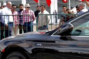 Ciudad de México, 23 de febrero de 2019.- El secretario de Hacienda, Carlos Urzúa visitó la subasta de vehículos oficiales en la base Militar de Santa Lucía, sin emitir comentarios sobre el tema. El funcionario federal observó el automóvil Audi valuado en un millón 991 mil pesos y que se declaró desierta su venta.