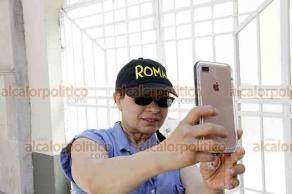 Cinéfilos se fotografían en casa donde filmaron Roma 8a6e3d7e74e