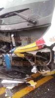 Papantla, Ver., 17 de marzo de 2019.- Una familia del Estado de México murió luego de que  el automóvil en que viajaban intentara rebasar sin éxito en la carretera Papantla-Gutiérrez Zamora, impactando a otro vehículo para luego chocar con un autobús.