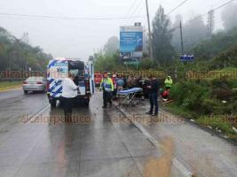 Coatepec, Ver., 18 de marzo de 2019.- Un accidente más en la Coatepec-Xalapa al volcar camioneta Jeep, la tarde de este lunes, una joven resultó lesionada, la trasladaron a un hospital. Este accidente ocurrió minutos después de otro percance en la misma zona.