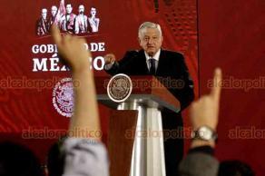 Ciudad de México, 19 de marzo de 2019.- El presidente Andrés Manuel López Obrador firmó su compromiso para no reelegirse en el año 2024. Además afirmó que se eligió a las cuatro empresas extranjeras constructoras de refinerías por su experiencia y resultados.