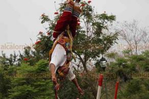 Papantla, Ver., 20 de marzo de 2019.- Voladores de Papantla realizan sus tradicionales danzas en el Parque Takilhsukut, durante la Cumbre Tajín.