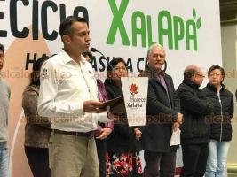 """Xalapa, Ver., 21 de marzo de 2019.- La Alcaldía de Xalapa y la Secretaría de Medio Ambiente arrancaron la campaña """"Recicla Xalapa"""", para promover que los ciudadanos separen los residuos orgánicos e inorgánicos."""