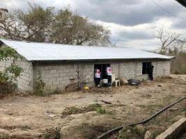 Tlalixcoyan, Ver., 21 de marzo de 2019.- En las inmediaciones de la localidad Las Mesillas, autoridades hallaron una laboratorio dedicado a la producción de la droga sintética conocida como cristal. El sitio se encontró luego de un reporte de camionetas con hombres armados.