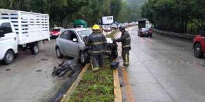 Coatepec, Ver., 22 de marzo de 2019.- Un accidente más en la carretera Xalapa-Coatepec, a la altura de Río Sordo. Un auto particular perdió el control y se subió al camellón; se desconoce si hay heridos.   Foto: Bomberos Coatepec  Coatepec, Ver., 22 de marzo de 2019.- Un accidente más en la carretera Xalapa-Coatepec, a la altura de Río Sordo. Un auto particular perdió el control y se subió al camellón; se desconoce si hay heridos.