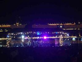 """Ciudad de México, 24 de marzo de 2019.- En el festival """"Noche de Primavera"""" el Zócalo se adornó con enormes carpas multicolores, áreas de pasto para descansar y conciertos de jazz y otros géneros musicales. Miles de personas visitaron la Plaza de la Constitución para disfrutar el inicio de la primavera."""